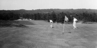Golfers on Green Bettmann